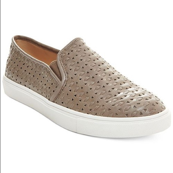 356411e0af7 Steve Madden Excel Slip On Sneaker Tan Woven. M 5c7aed6003087cc841722c75